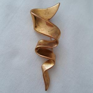Vintage 70s Brooch Pin M. Jent Gold Tone Ribbon